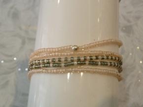 bracelet élastique multi-rangs réf : 4064 R prix : 12€